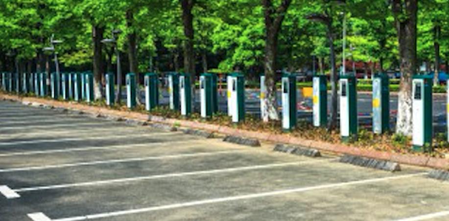 Mag iedereen parkeren op een plaats voor elektrische auto's?